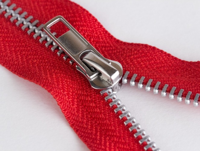 red-aluminum-teeth-non-separating-zipper_924x699