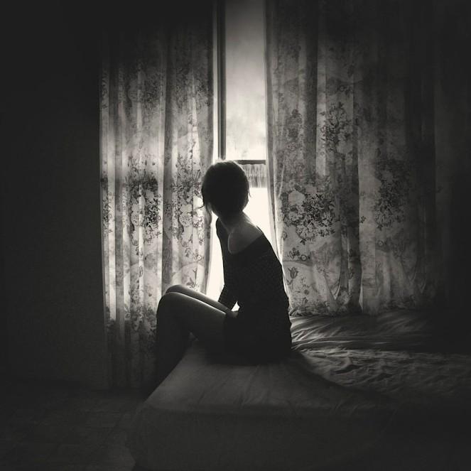 bed-black-and-white-girl-window-favim-com-178300-917