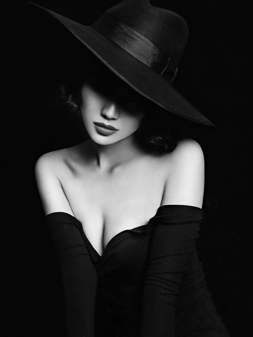1141d8a10d92e116a8619f5a069f699b--film-noir-photography-femme-fatale-neo-noir-photography