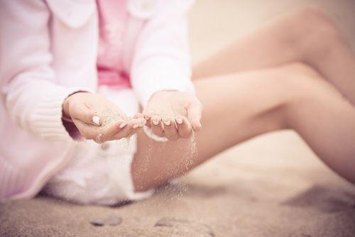 sand-between-fingers