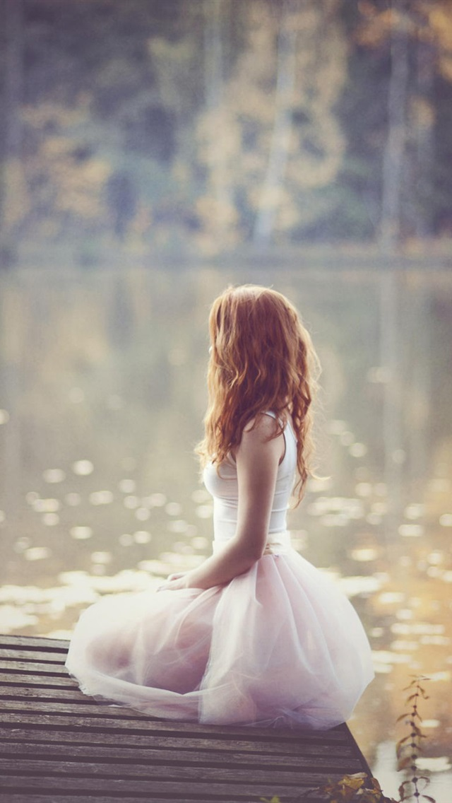 White-dress-girl-at-riverside_640x1136_iPhone_5_wallpaper