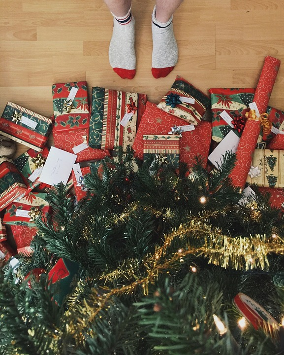 christmas-tree-presents-1081826_960_720