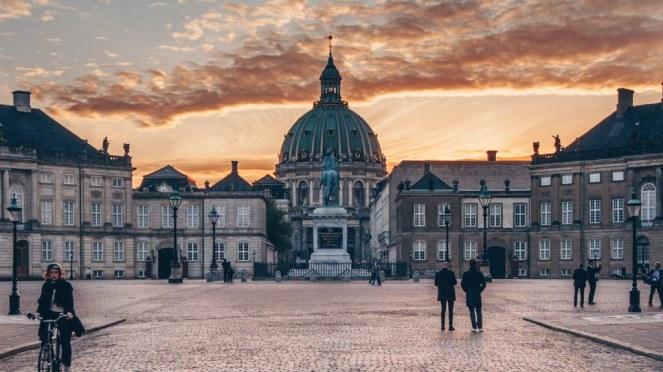 171919_Amalienborg_sunset_Martin_Heiberg