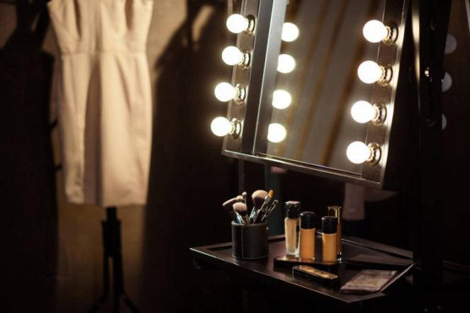 how-to-set-up-the-perfect-makeup-vanity-750x500